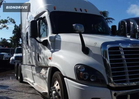 Lot #1599317481 2015 FREIGHTLINER CASCADIA 1 salvage car