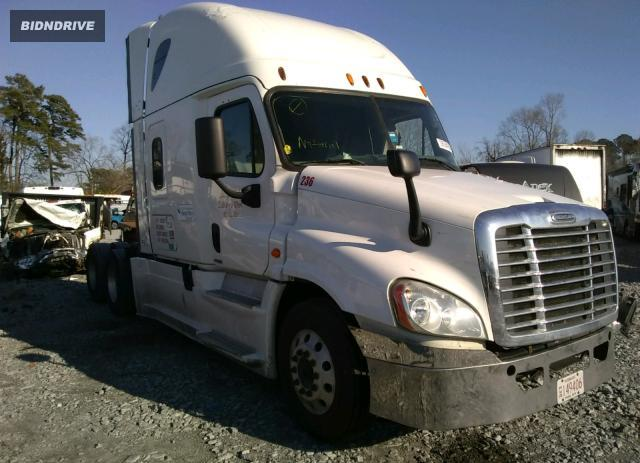 Lot #1609908947 2015 FREIGHTLINER CASCADIA 1 salvage car