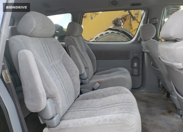 Lot #1693600237 2002 TOYOTA SIENNA LE salvage car