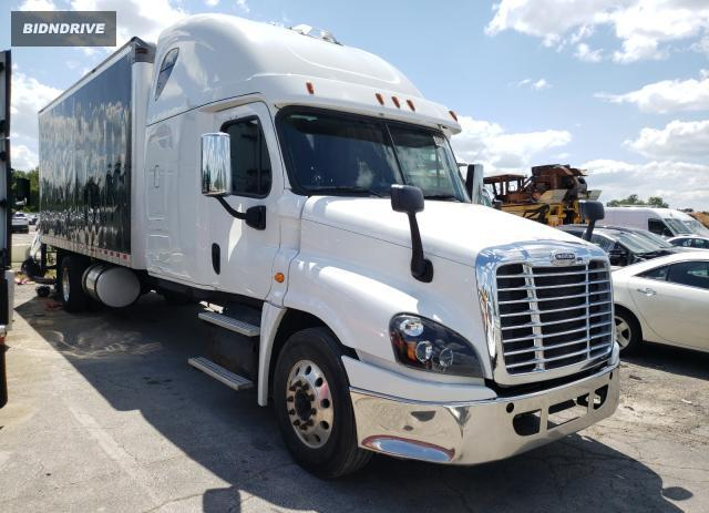 Lot #1745643091 2016 FREIGHTLINER CASCADIA salvage car